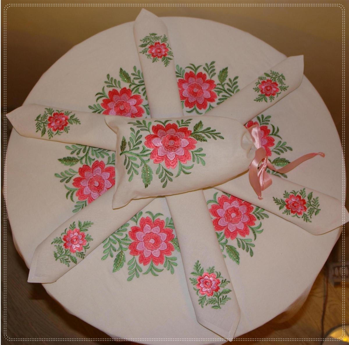 Applique designs for tablecloth - Tablecloth