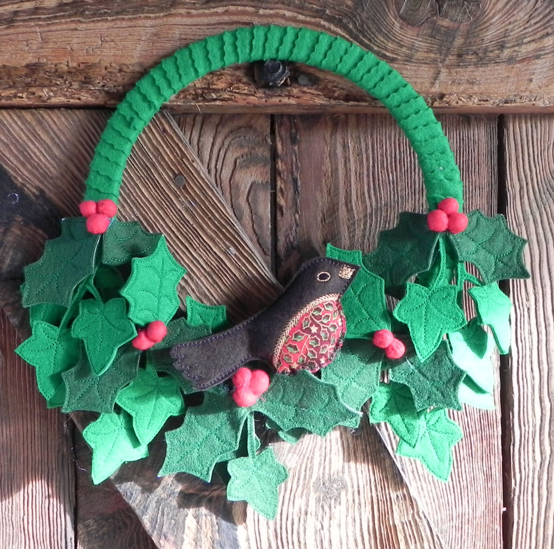 The Holly And The Ivy I Was Given A Bag Of Scrap Felt So I Had To Play! It  Took Me Longer To Cut Out The Leaves Than It Did For Them